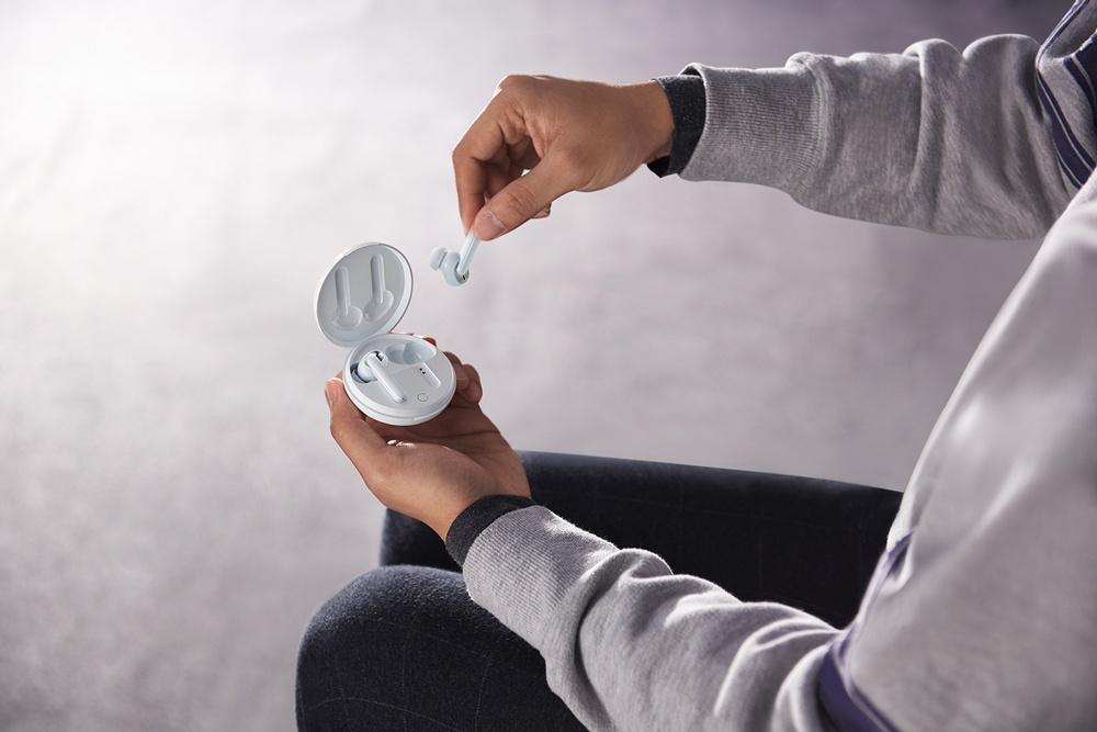 全新OPPO Enco W31提供開蓋即連與自動回連等貼心功能,同時搭載配戴檢測功能,再也不怕意外遺失或臨時中斷。 1 OPPO正式揭曉Ace 2,率先採用40W無線閃充功能