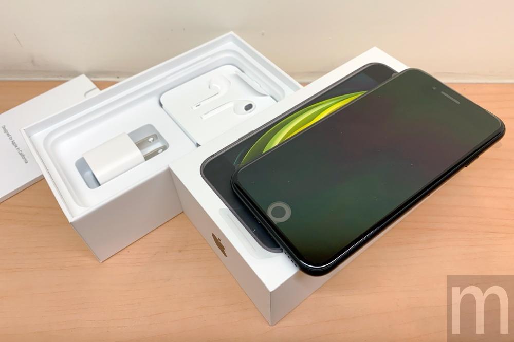 batch IMG 3060 動眼看/以iPhone 8為基礎的新款iPhone SE,與第一款設計比較