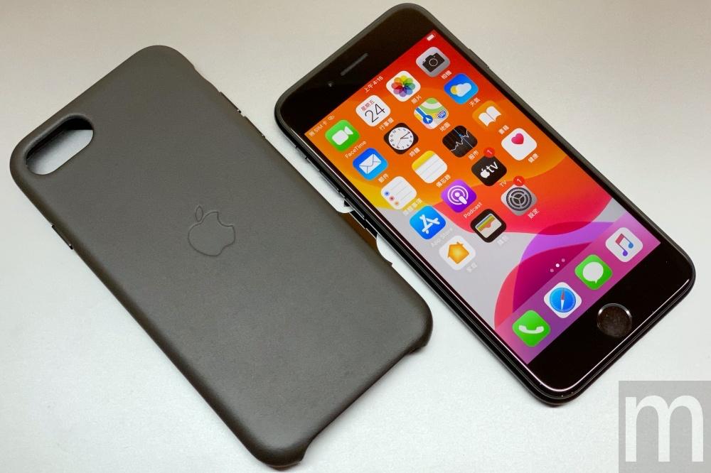 batch IMG 3066 動眼看/以iPhone 8為基礎的新款iPhone SE,與第一款設計比較