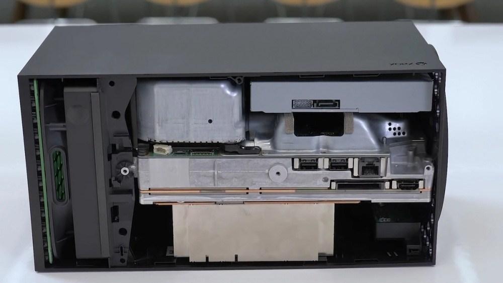 e7c5b977bbd1f54 來看看Xbox Series X內部拆解細節,實機尺寸不算大