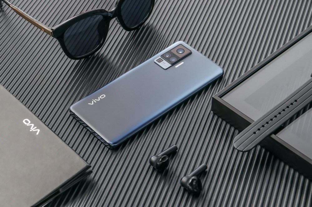 6 加入雲台結構相機設計的vivo X50系列手機登場,下半年進駐國際市場
