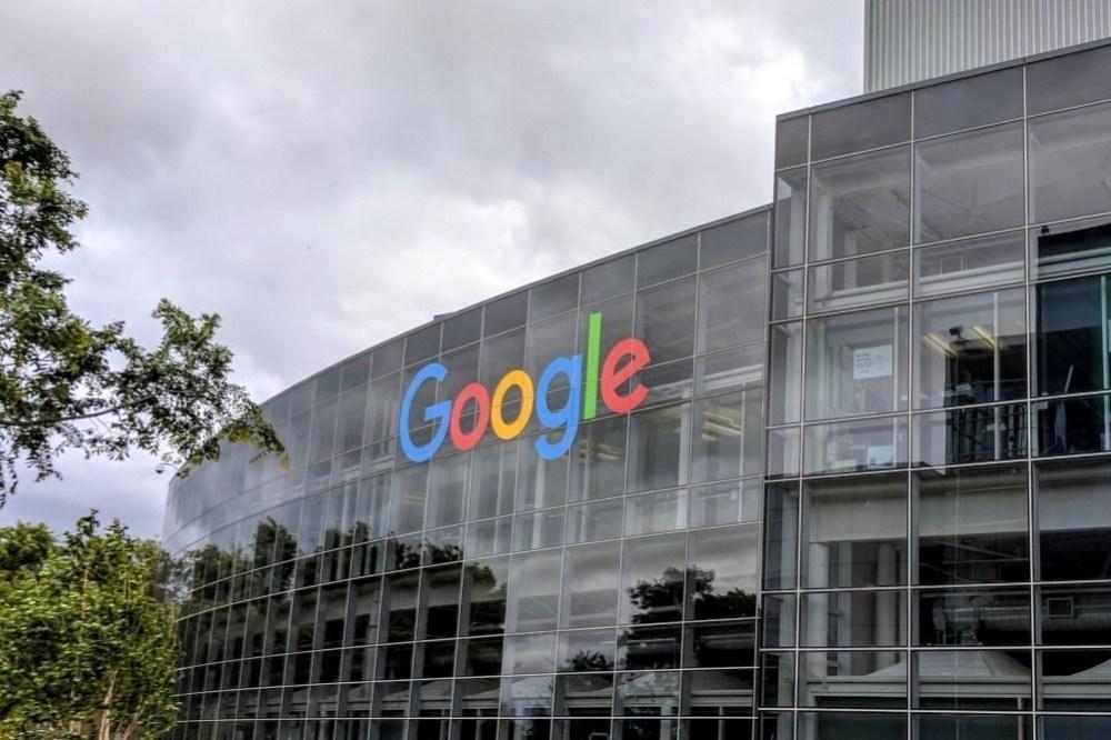 google logo mountain view 2 Google遭指控即便在隱私瀏覽模式下仍會持續追蹤用戶數據