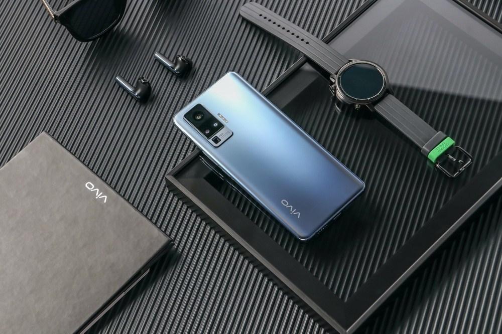 3 加入雲台結構相機設計的vivo X50系列手機登場,下半年進駐國際市場