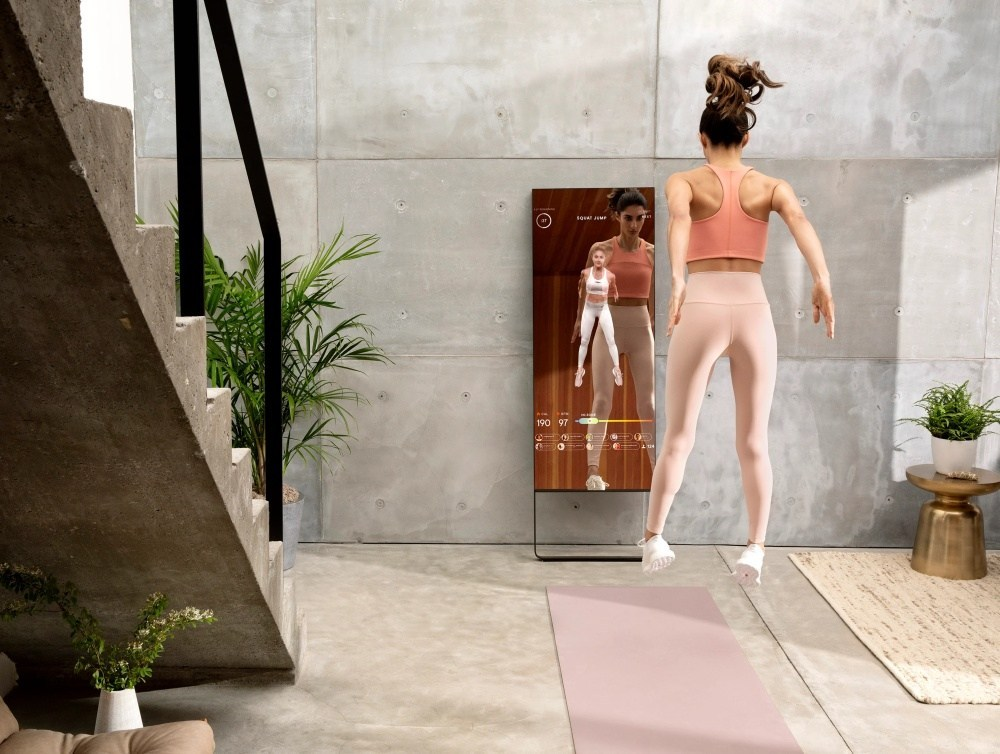 Desktop stand Lululemon收購健身鏡品牌MIRROR,擴展數位健身市場