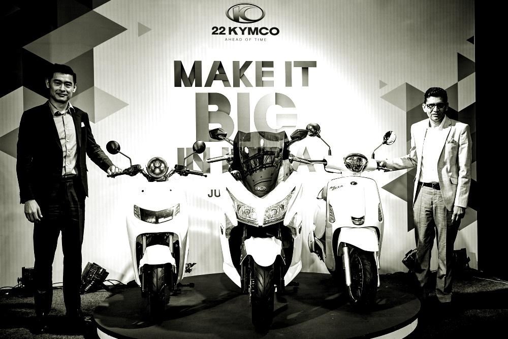 針對全球最大機車市場印度,KYMCO推出電動機車 iFlow左,以及Maxi Scooter 大型覺旅系列頂級車款「X Town 300i ABS」中,及搭載頂尖 ICE 技術的「Like200」右。 光陽與印度新創22Motors合作成立公司22KYMCO,在正式啟用後便決定解散