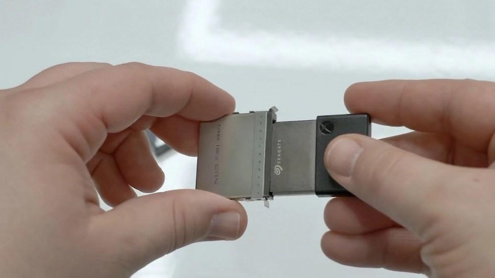 983240fb0208e2c 來看看Xbox Series X內部拆解細節,實機尺寸不算大