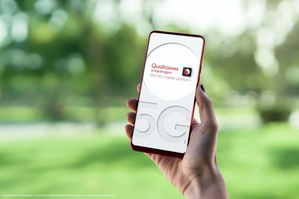 sd 690 5g in female hand Qualcomm終於在Snapdragon 600系列處理器加入5G連網功能