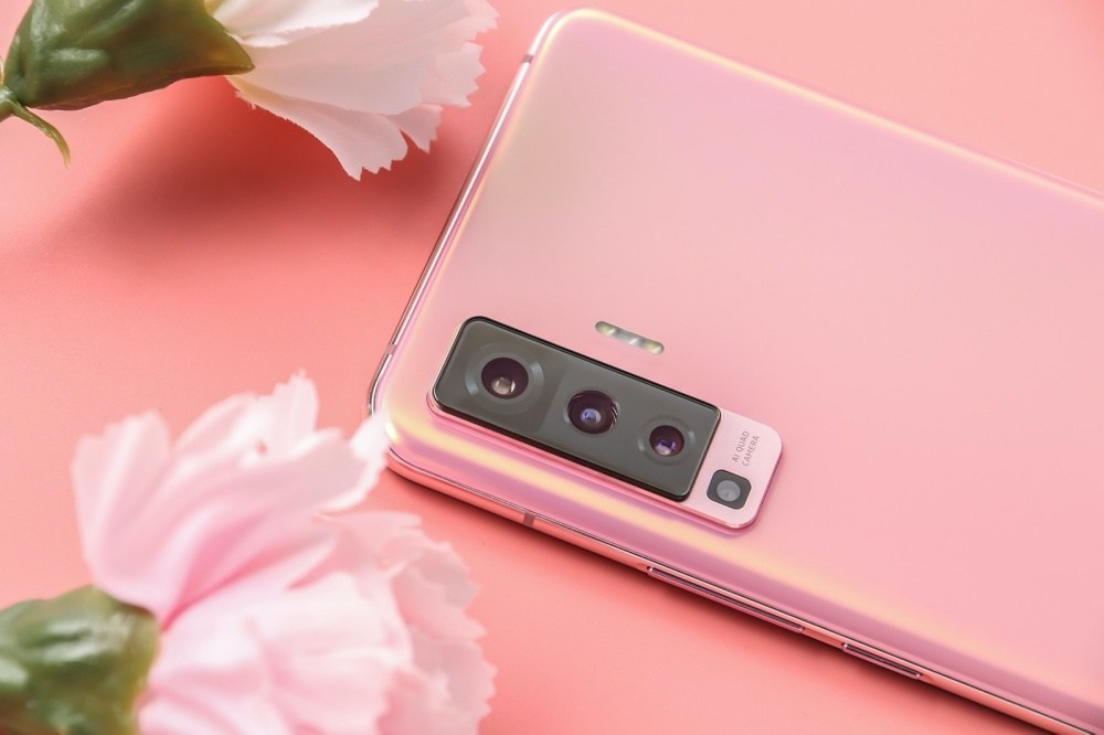7 加入雲台結構相機設計的vivo X50系列手機登場,下半年進駐國際市場