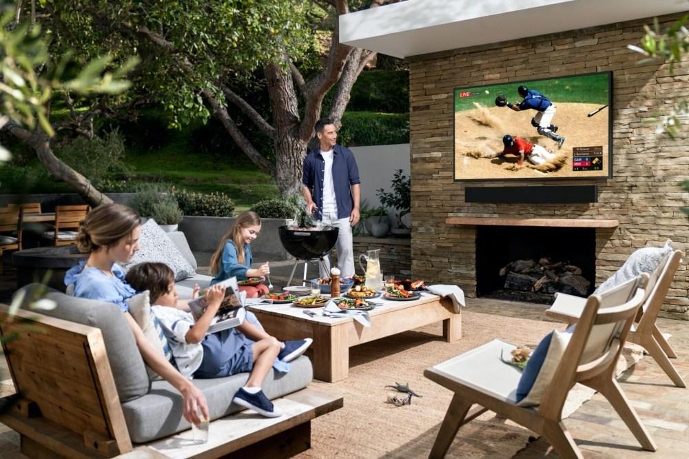 2020 The Terrace 5 針對戶外使用需求,三星推出亮度可達2000nits的The Terrace風格電視